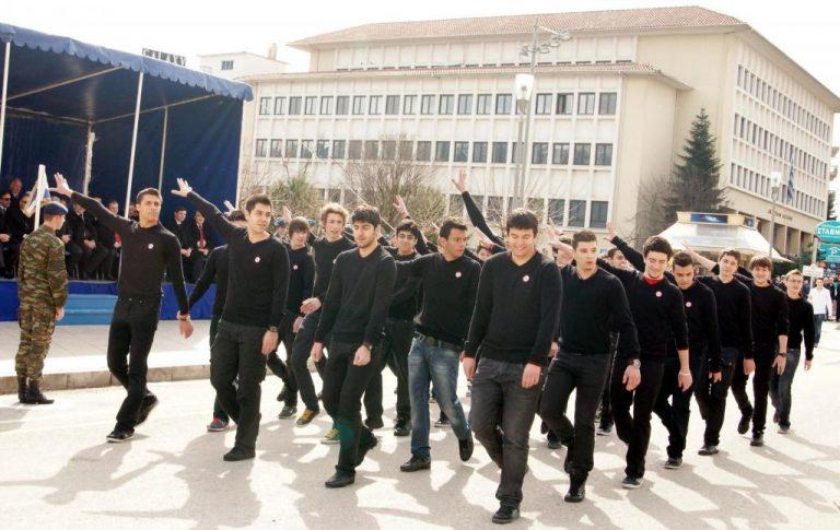 Το video της… μούτζας! Όσα έγιναν στην παρέλαση των Ιωαννίνων | Newsit.gr