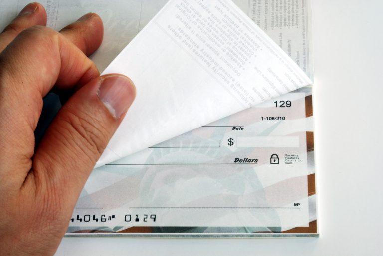 Στα 1,65 δις ευρώ οι ακάλυπτες επιταγές το 2011   Newsit.gr