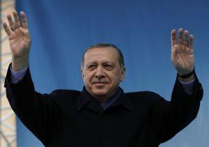 Politico: Κερδίζει ο Ερντογάν το δημοψήσιμα, «λύνεται» το Κυπριακό!