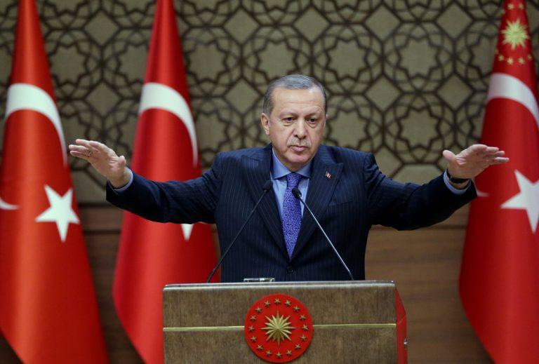 Απειλεί θεούς και δαίμονες ο Ερντογάν μετά τον αποκλεισμό της Τουρκίας | Newsit.gr