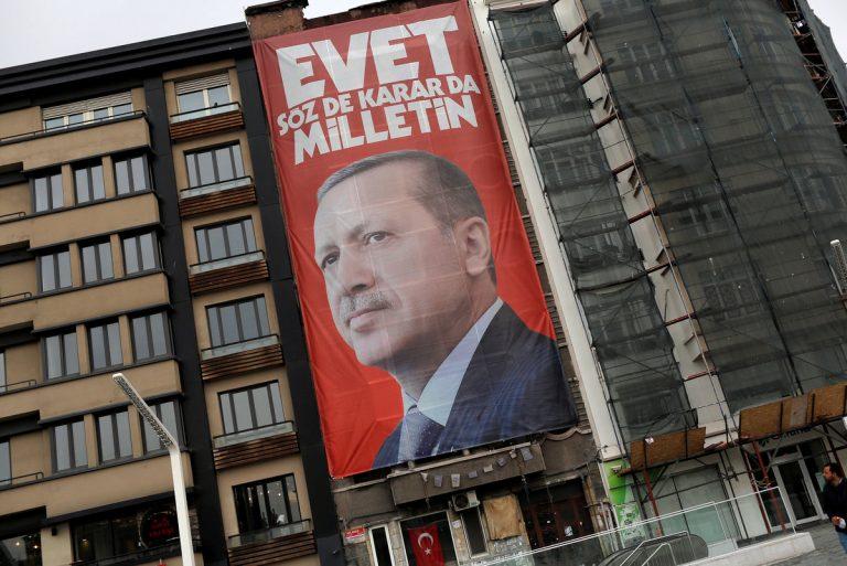 Ο Ερντογάν ακυρώνει τη συμφωνία για το μεταναστευτικό πριν το δημοψήφισμα! | Newsit.gr