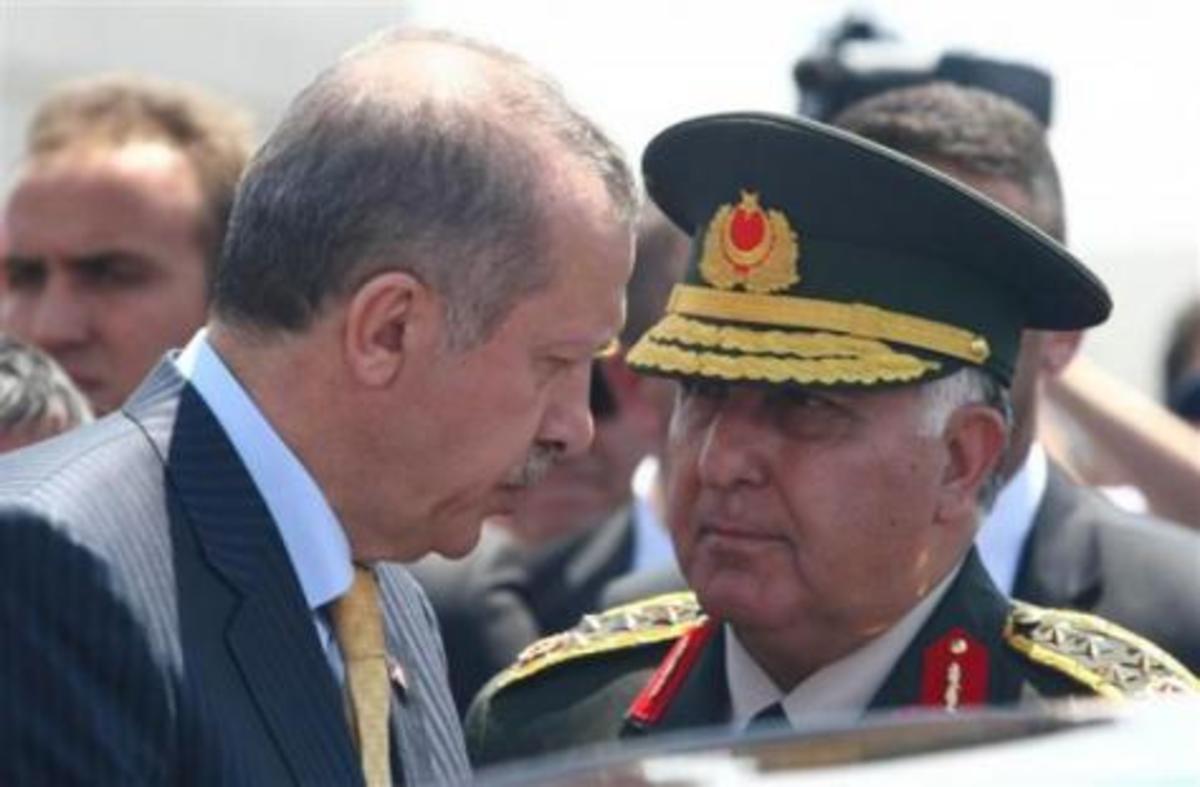 Αντιαεροπορικά και τεθωρακισμένα μετέφερε η Τουρκία στα σύνορα με τη Συρία | Newsit.gr