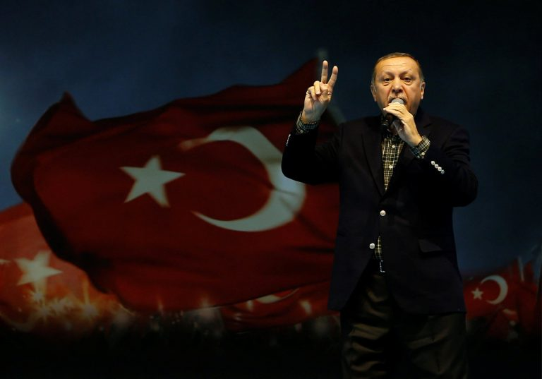 Μαινόμενος ταύρος ο Ερντογάν! Λέει τη Μέρκελ ναζίστρια!   Newsit.gr