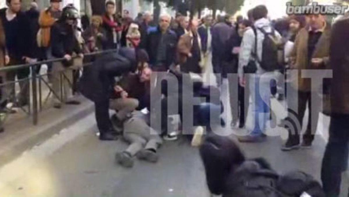 Νέα επεισόδια ΜΑΤ-ΠΑΜΕ έξω από το υπουργείο Εργασίας – Δυο τραυματίες – ΔΕΙΤΕ LIVE ΕΙΚΟΝΑ | Newsit.gr