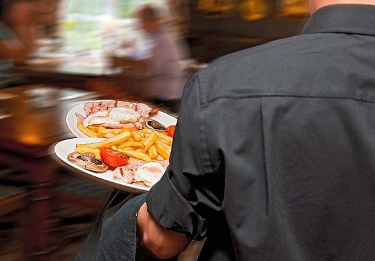 Τι βρήκαν οι έλεγχοι της Οικονομικής Αστυνομίας σε καφετέριες κι εστιατόρια | Newsit.gr
