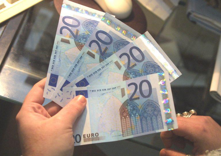 Συνεχίζεται η ενίσχυση του ευρώ έναντι του δολαρίου   Newsit.gr