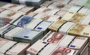 SOS! Νέα μείωση των καταθέσεων το Φεβρουάριο – Στο «κόκκινο» η χρηματοδότηση της οικονομίας