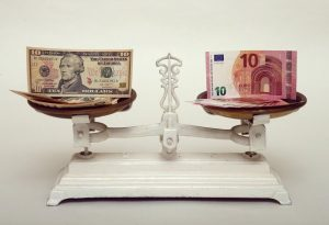 Ανοδική αντίδραση του ευρώ παρατηρείται στην αγορά συναλλάγματος