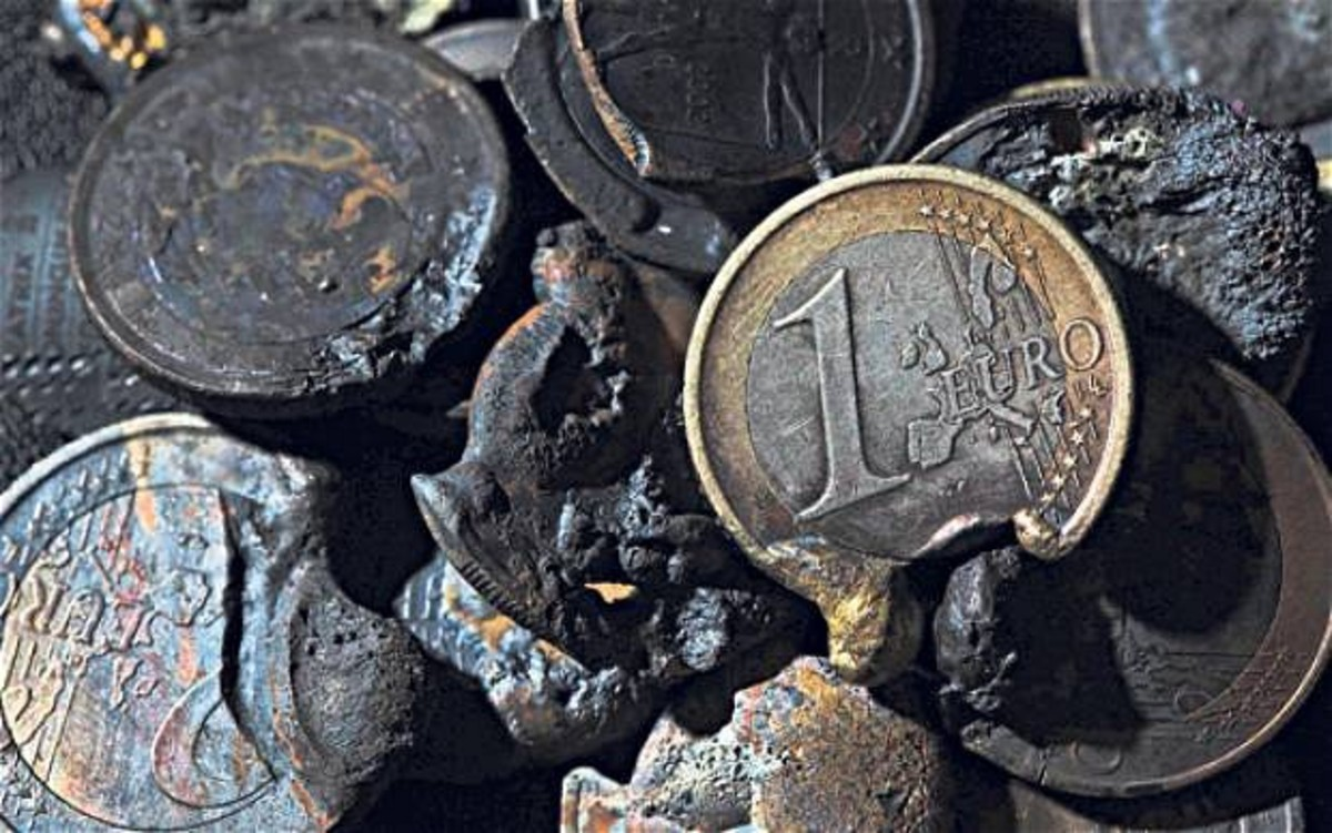 Μαζική προσφυγή στα νομισματικά «καταφύγια»   Newsit.gr