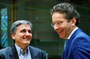 """Τα δύο εμπόδια στο δρόμο για το """"λευκό"""" καπνό στο Eurogroup"""
