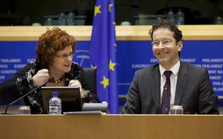 Πήρε πίσω τη «βόμβα» μετά τον πανικό στα χρηματιστήρια και την κατρακύλα του ευρώ   Newsit.gr