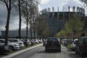 36 ευρωβουλευτές ζητούν από τον Μοσκοβισί ελάφρυνση του ελληνικού χρέους