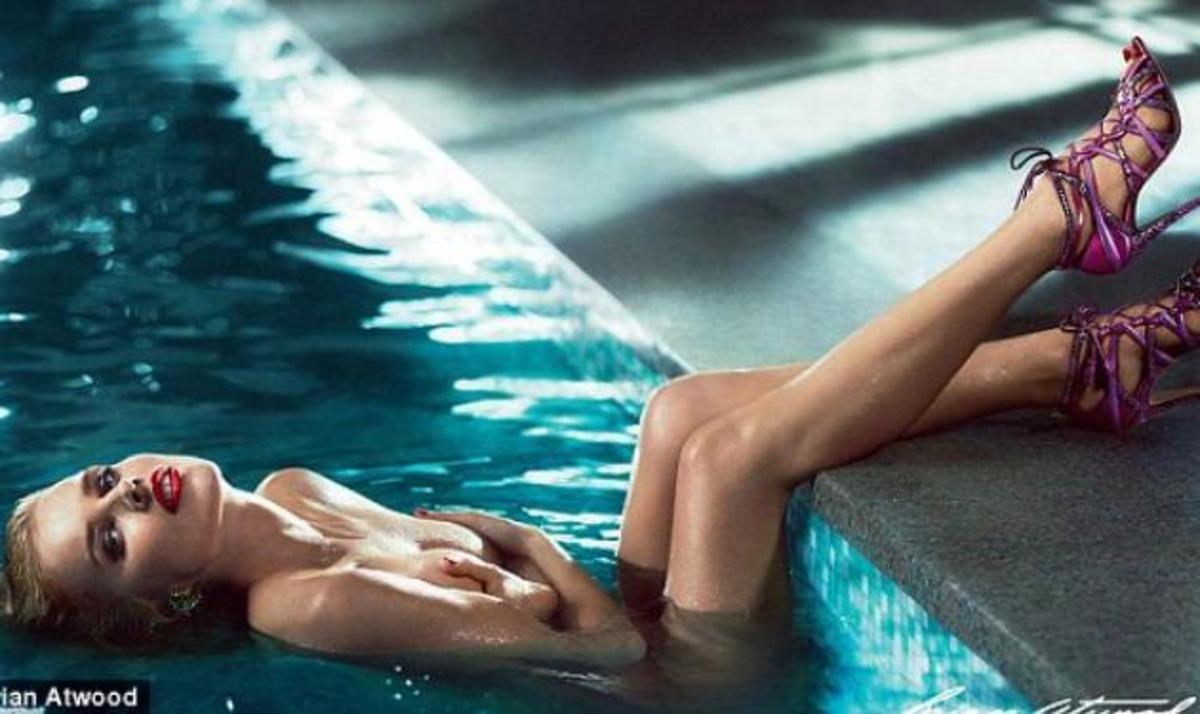 Eva Herzigova: Είναι έγκυος, ποζάρει α λα Merilyn και κόβει ανάσες! | Newsit.gr