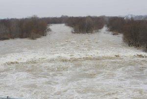 Καιρός: Άνοιξαν τα θυροφράγματα στον Έβρο για να «εκτονώσουν» την πλημμύρα