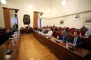 Προκαταρκτική εξέταση για τα δάνεια κομμάτων και ΜΜΕ