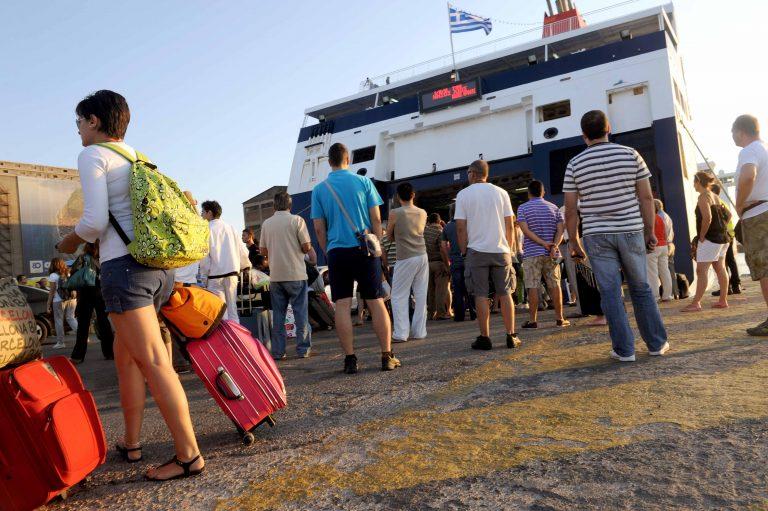 Φεύγουν για διακοπές, αλλά λιγότεροι από πέρυσι | Newsit.gr