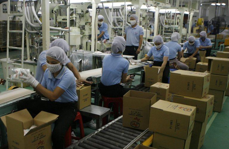 Εργάτες κρατούν ομήρους 4 διευθυντές | Newsit.gr