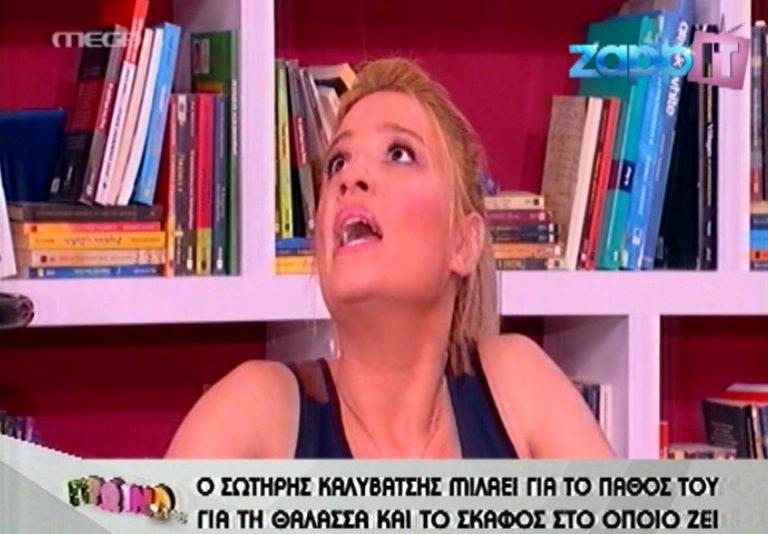 Μια νυχτερίδα πάνω από το κεφάλι της Φαίης Σκορδά! | Newsit.gr