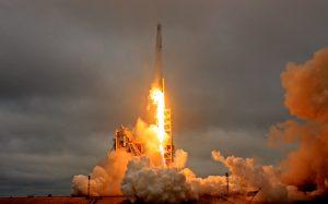 Εντυπωσιακή η εκτόξευση του ιδιωτικού πυραύλου Falcon 9 [pics, vid]
