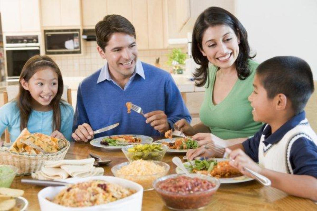 Ευτυχία για τα παιδιά είναι να ζουν και να τρώνε με ευτυχισμένους γονείς | Newsit.gr
