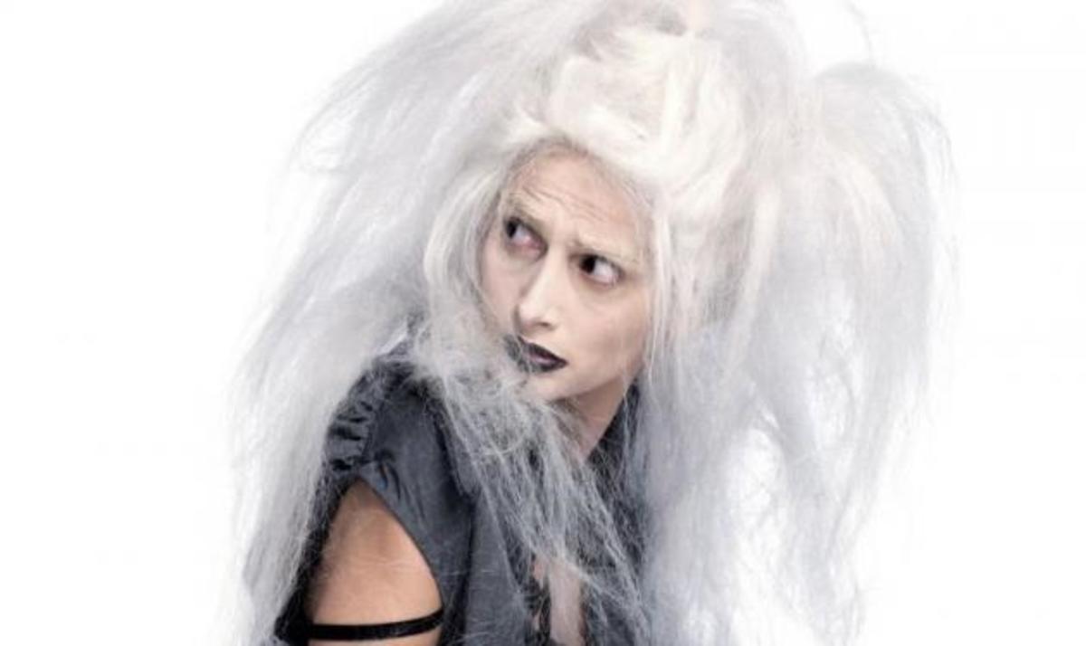 Αχ αυτό το φάντασμα! Ποια ηθοποιός μεταμορφώθηκε για τις ανάγκες της παράστασης;   Newsit.gr