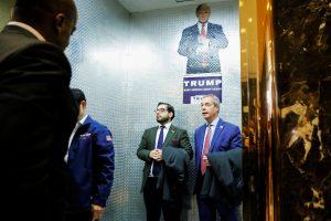Συνάντηση Φάρατζ – Τραμπ με… κακόγουστο χιούμορ!