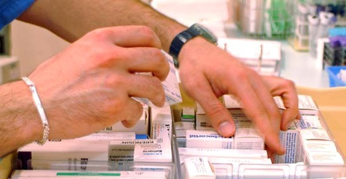 Λάδι στη φωτιά ρίχνει ο Λυκουρέντζος στο μέτωπο των φαρμακοποιών | Newsit.gr