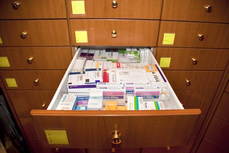 Οι έλεγχοι έφεραν μείωση 5% στις φαρμακευτικές δαπάνες | Newsit.gr