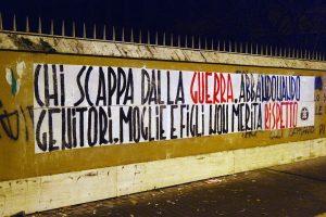 Φασίστες στην Ιταλία γέμισαν εμετικά πανό την χώρα [pic]