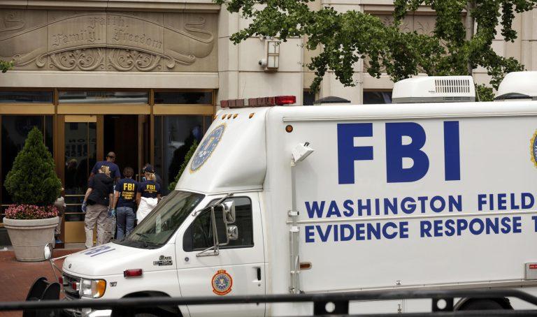 Έρευνα του FBI στο σπίτι της ερωμένης του Πετρέους – Έξαλλη η σύζυγός του | Newsit.gr