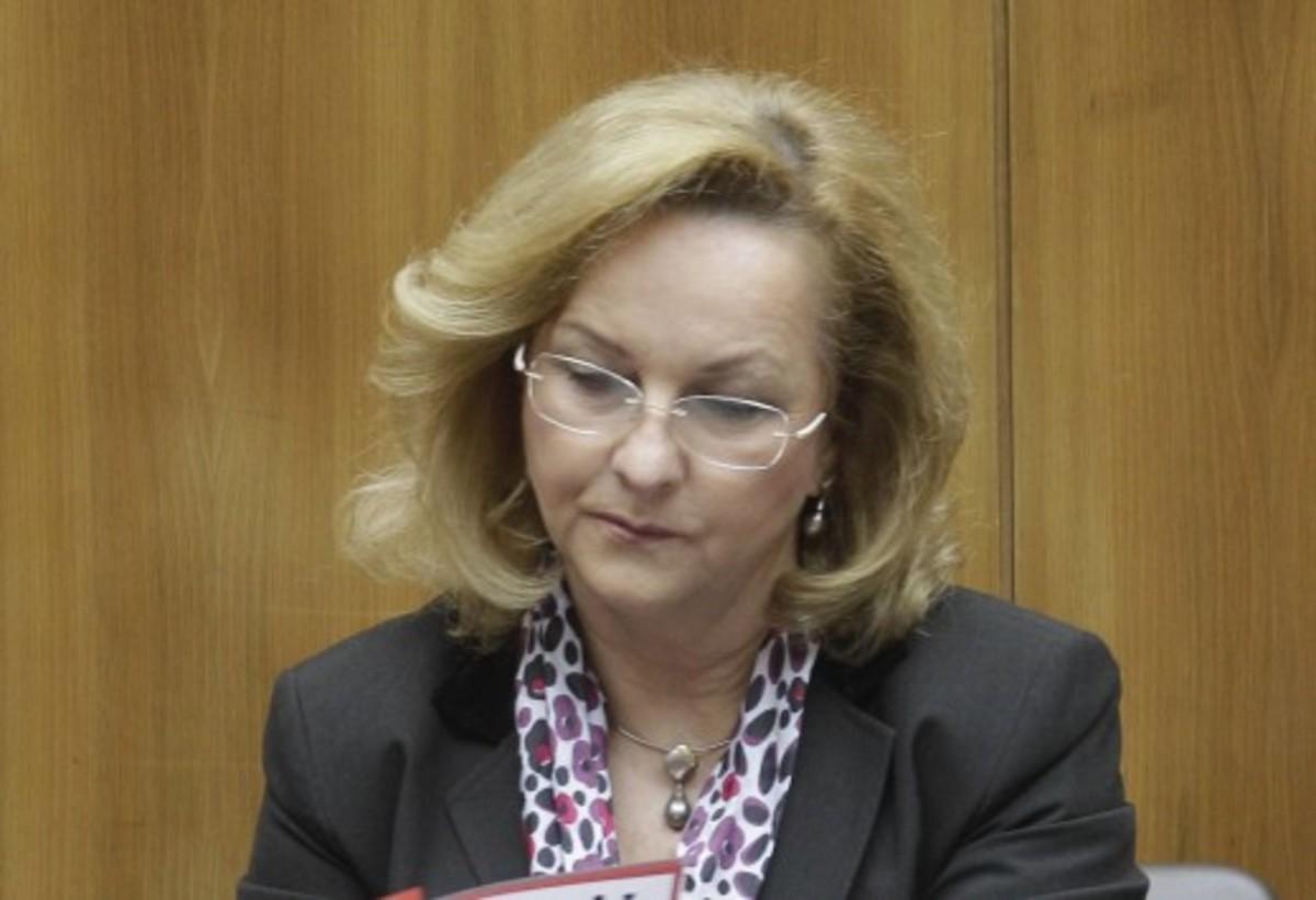 Προκλητική η Φέκτερ: Να τηρήσει τους όρους η Κύπρος για να πάρει τα 10 δισ. ευρώ | Newsit.gr