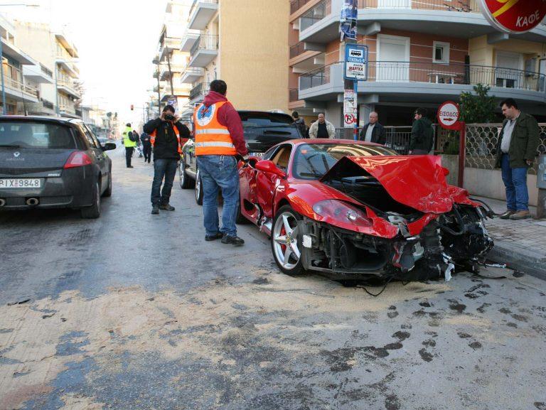 Γνωστός ποδοσφαιριστής «στούκαρε» με την Ferrari του στη Λάρισα | Newsit.gr