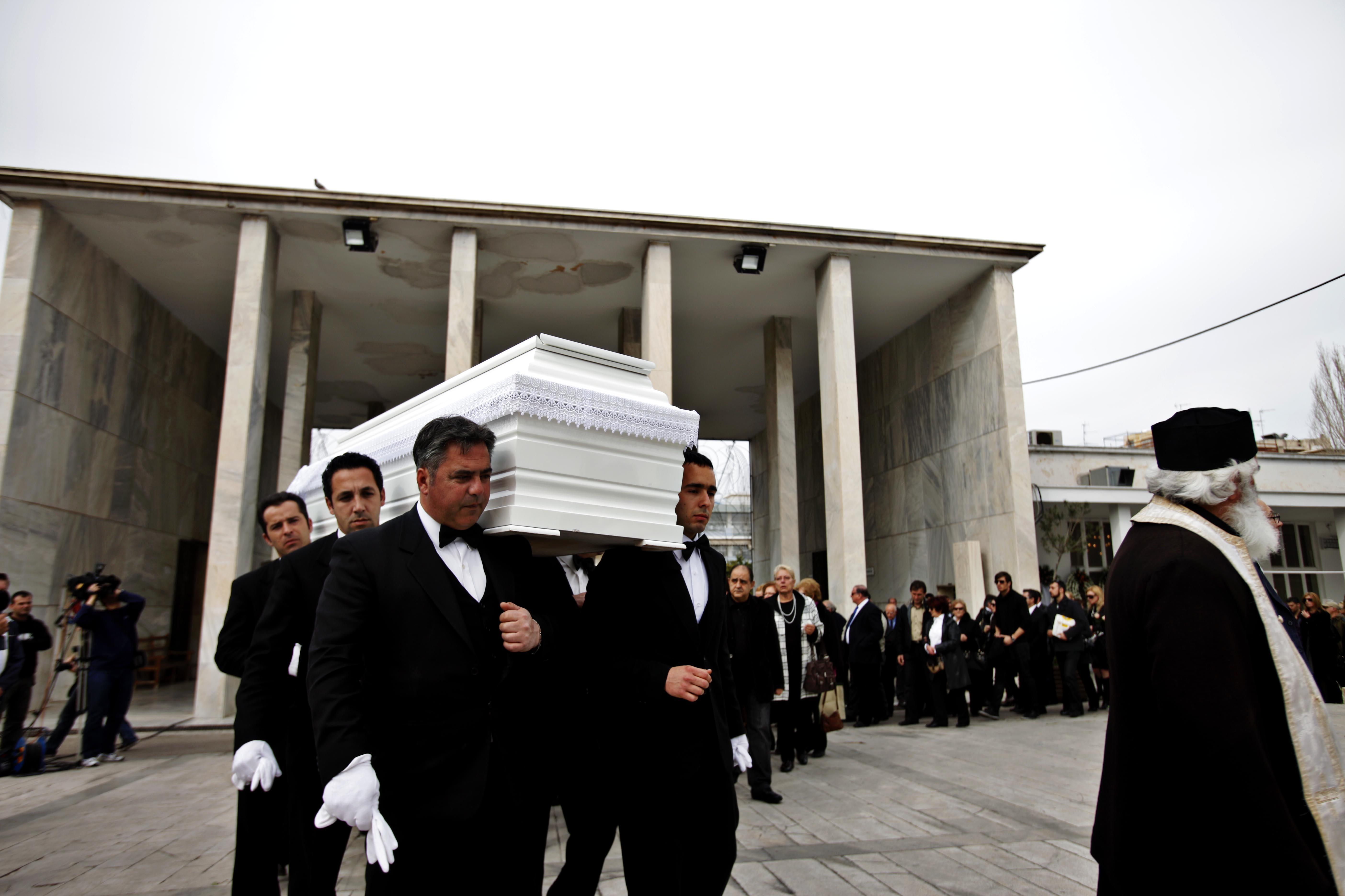 Κηδεύτηκε ο σχεδιαστής Νίκος Τσιμπίλης   Newsit.gr
