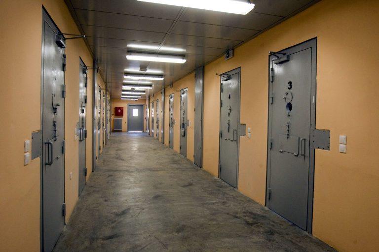 Ακαρνανία: Απόδραση από τα κρατητήρια – Έκοψαν τα κάγκελα με λίμα! | Newsit.gr