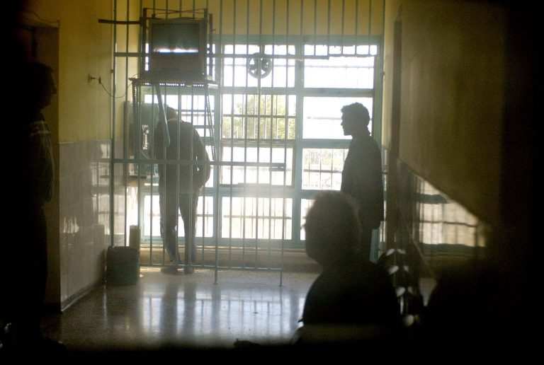 Άθλια εικόνα στις φυλακές Δομοκού – Γεμάτα κελιά και κρατούμενοι χωρίς κρεβάτια   Newsit.gr