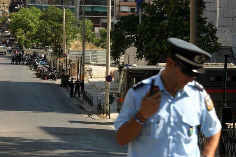 «Κλείστε τον γιο μου φυλακή» ζητά μητέρα του 19χρονου διαρρήκτη στο Βόλο | Newsit.gr