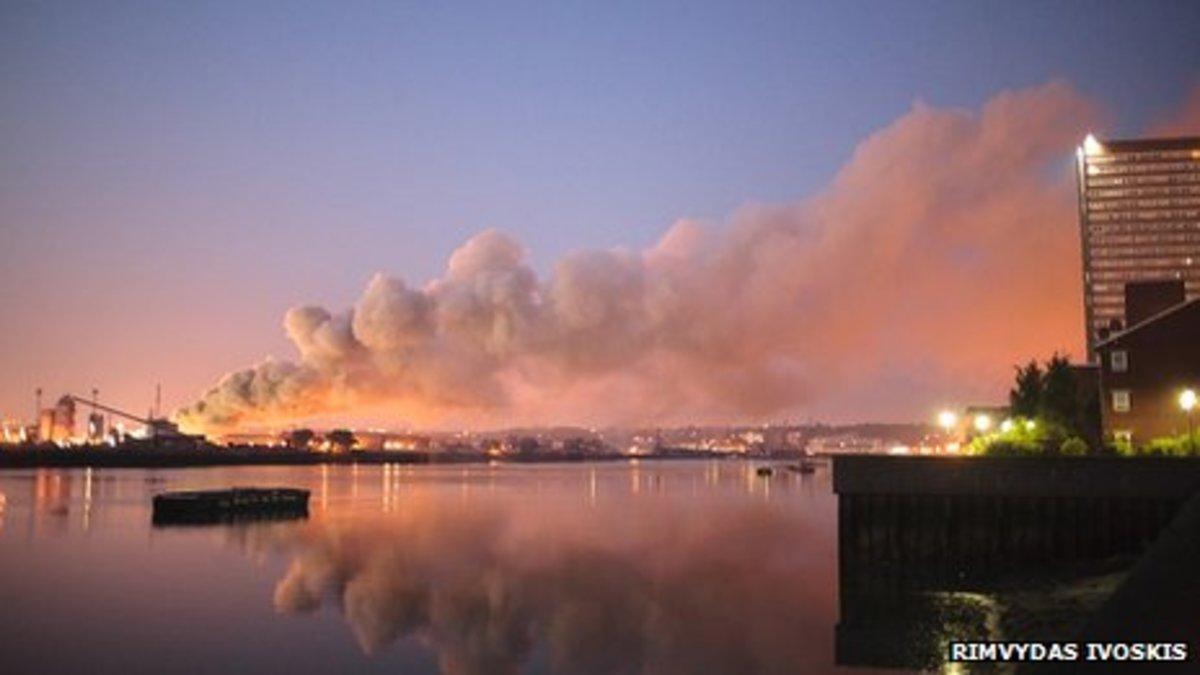 Πνίγηκε στους καπνούς το Λονδίνο! Τεράστια φωτιά σε αποθήκες | Newsit.gr