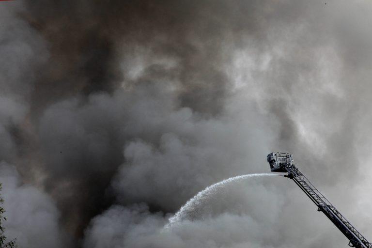 Αγρίνιο: Μεγάλη φωτιά σε εργοστάσιο ξυλείας! | Newsit.gr