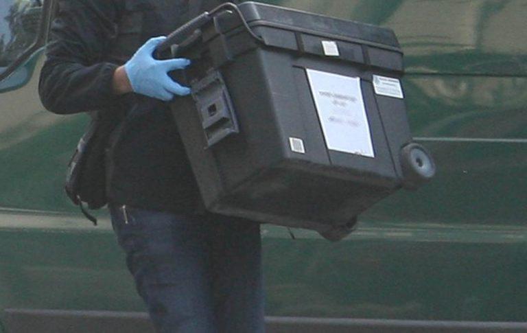 Χειροπέδες σε βαθμοφόρο του Λιμενικού για πακέτο με φυσίγγια | Newsit.gr