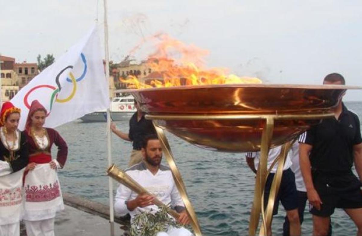 Χανιά: Η φλόγα των Ολυμπιακών Αγώνων στο Ενετικό Λιμάνι – ΦΩΤΟ | Newsit.gr