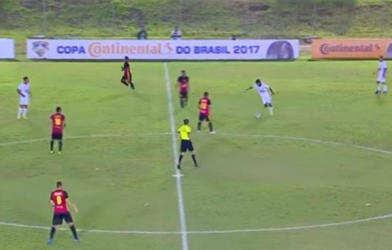 Απίστευτο γκολ στη Βραζιλία! Το «κάρφωσε» από το κέντρο [vid] | Newsit.gr