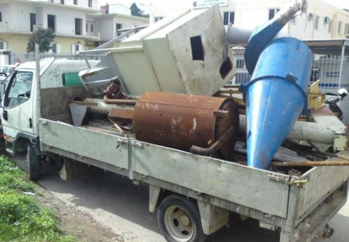 Βοιωτία: «Ξήλωσαν» και έκλεψαν τον εξοπλισμό χοιροστασίου τρεις τσιγγάνοι | Newsit.gr