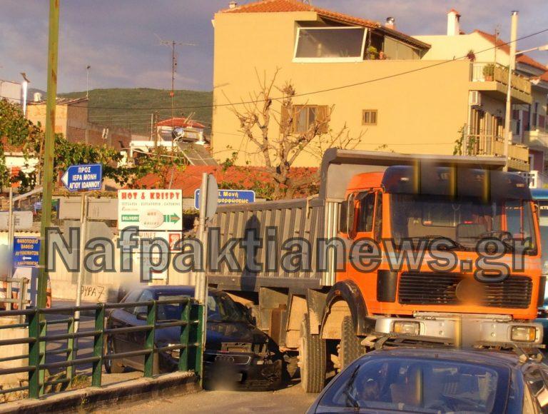 Ναύπακτος: Σύγκρουση φορτηγού με ΙΧ – ΦΩΤΟ   Newsit.gr