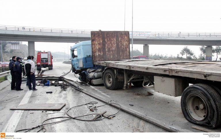 Κορινθία: Οδηγός φορτηγού παρέσυρε και εγκατέλειψε πεζή! | Newsit.gr