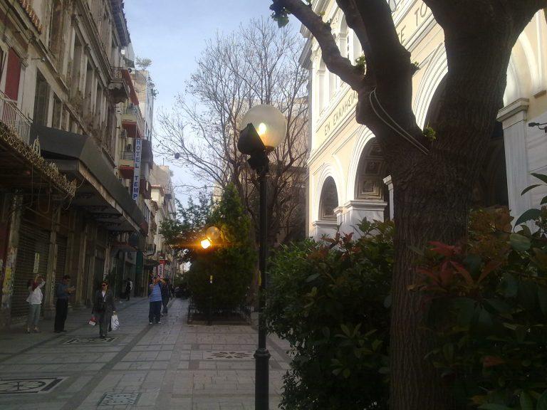 Ελλάς το μεγαλείο σου… με φώτα ανοιχτά μέρα μεσημέρι | Newsit.gr