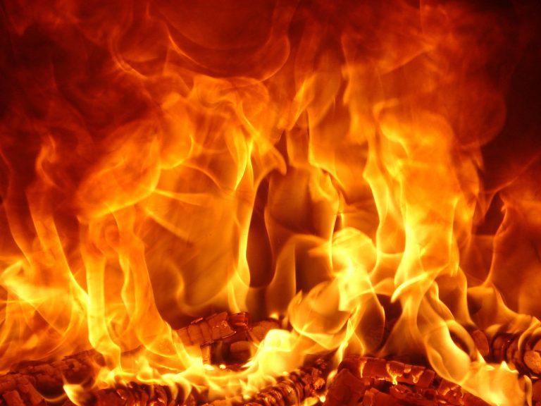 Επιχείρησε να καεί ζωντανός έξω από τράπεζα για δεύτερη φορά! | Newsit.gr