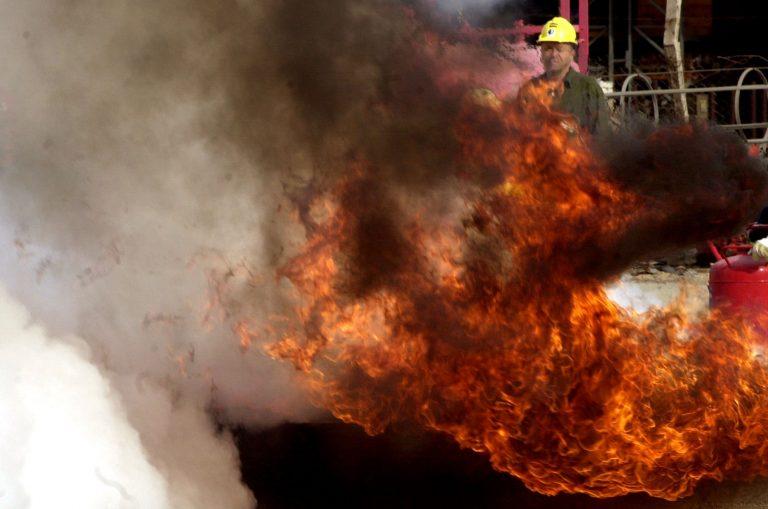 Ένας νεκρός από φωτιά σε αποθήκη οικοδομής στην Πτολεμαΐδα   Newsit.gr