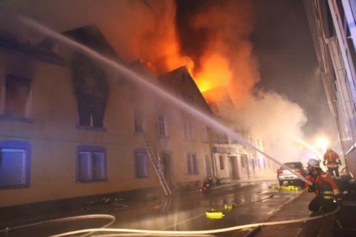Έλληνας στην Γερμανία έπεσε στις φλόγες και έβγαλε σώους μια Τουρκάλα γιαγιά και τα δυο εγγόνια της! | Newsit.gr