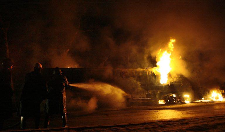 Επίθεση με ρουκέτα σε βυτιοφόρο του ΝΑΤΟ – Έκαψαν 7 ανθρώπους ζωντανούς   Newsit.gr
