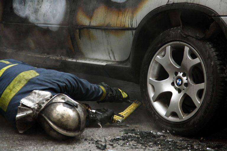 Θεσσαλονίκη: Αυτοκίνητα τυλίχθηκαν στις φλόγες | Newsit.gr
